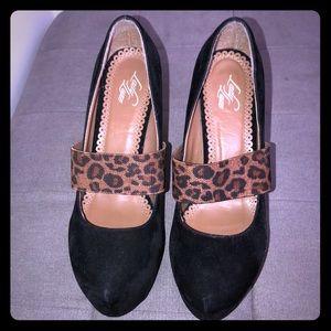 Nice Thick heels black s/cheetah print accent
